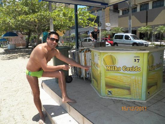 Balneario Camboriu, SC: comeindo choclito