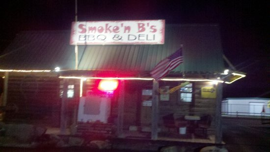Smokin' B's BBQ: Exterior - Night
