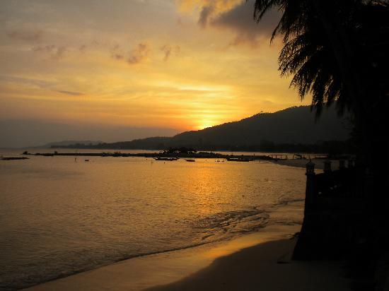 วีคเคนเดอร์ วิลล่า บีช รีสอร์ท: Sunset over the beach