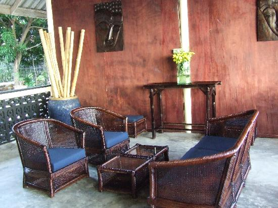 Weekender VIlla Beach Resort: The bar area