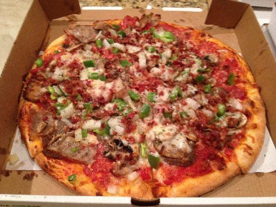 Solorzanos Pizzeria: worth every penny