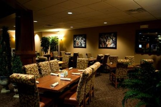 Comfortable dining room billede af 17th street grill at for Comfortable dining room