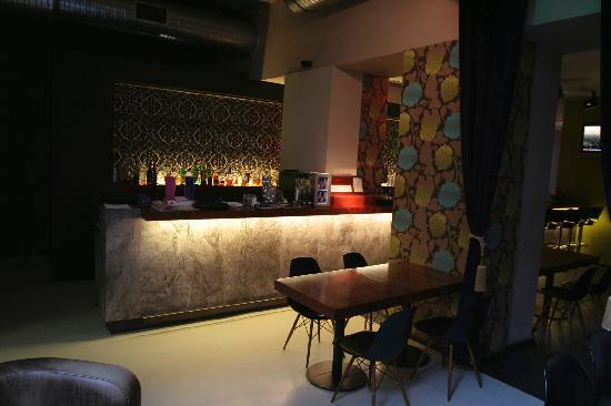 The ICON Hotel & Lounge: Bar