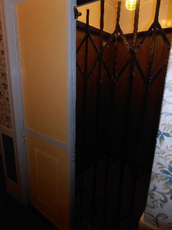 Layne Hotel: The elevator