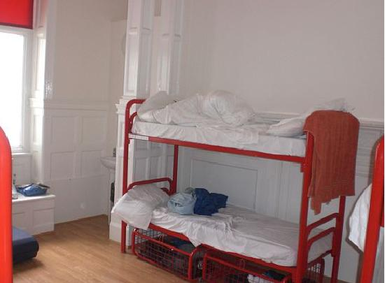 Hyde Park Hostel : other view of the huge room--1st floor 6 beds