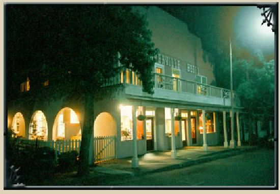 Weaverville Hotel & Emporium: Hotel at night