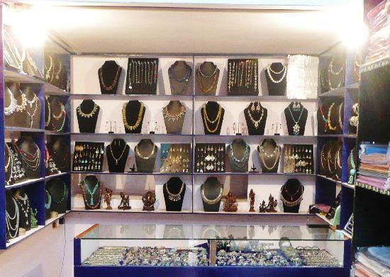 Jewel Caravan: Boutique