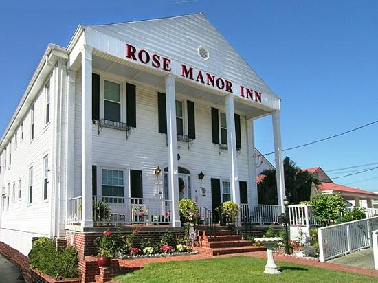 Rose Manor Bed and Breakfast: Rose Manor Inn entrance