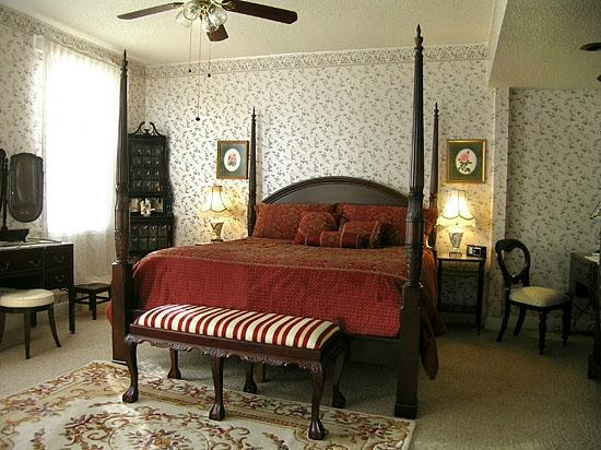 Rose Manor Bed and Breakfast: Rose room