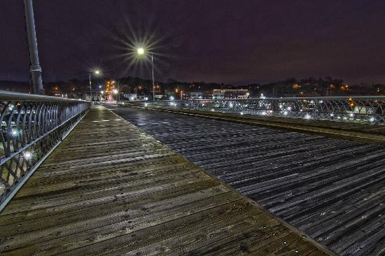 Walnut Street Bridge: near north shore