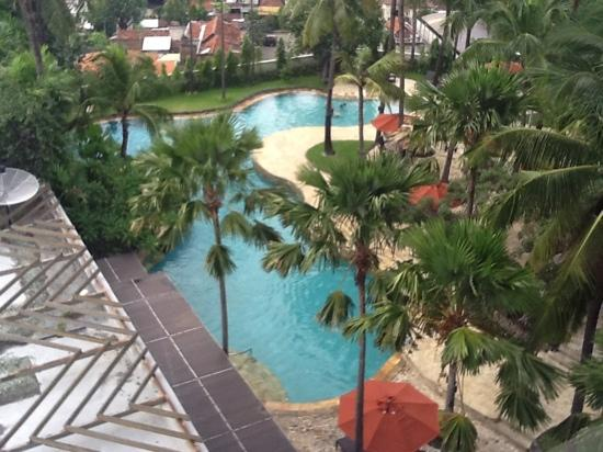 JW Marriott Hotel Surabaya: pool view