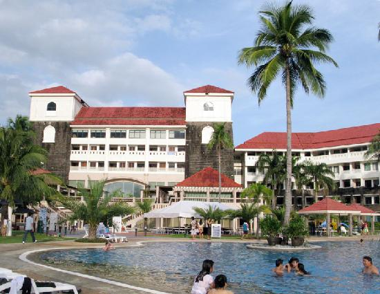 Canyon Cove Hotel & Spa: The hotel from the poolside...