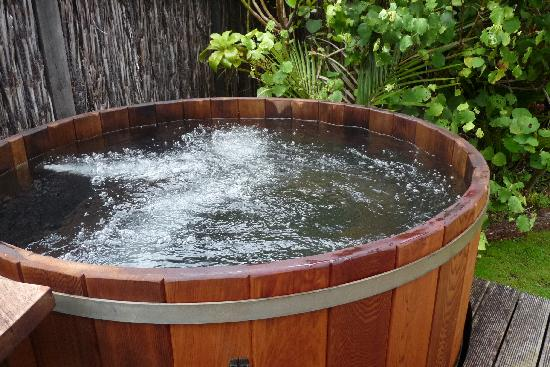 Driving Creek Villas: Hot tub