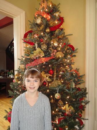 Apple Tree Lane Bed & Breakfast : Beautiful girl! And what a great tree!