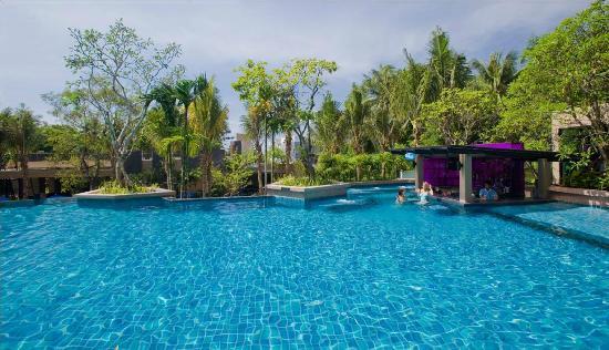 Novotel Phuket Kata Avista Resort and Spa: Pool Bar