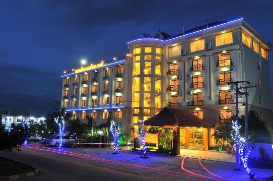 Ayarwaddy River View Hotel : Hotel Night View