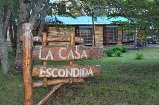 La Casa Escondida: The welcoming entry through the Nothofagus forest