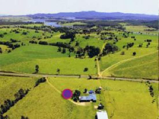 Full Circle Studio and Gallery: Visit the gallery set on a farm with spectacular views