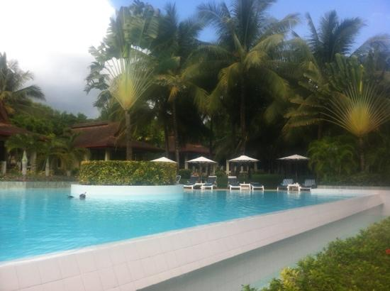 Henann Resort, Alona Beach: rim flow pool