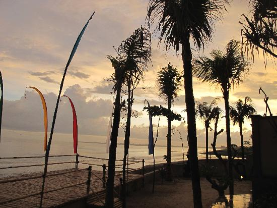 Pandawa Beach Villas & Spa : Beach Front Sunset