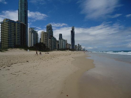 Surfer's Paradise Beach : The beach at Surfers Paradise