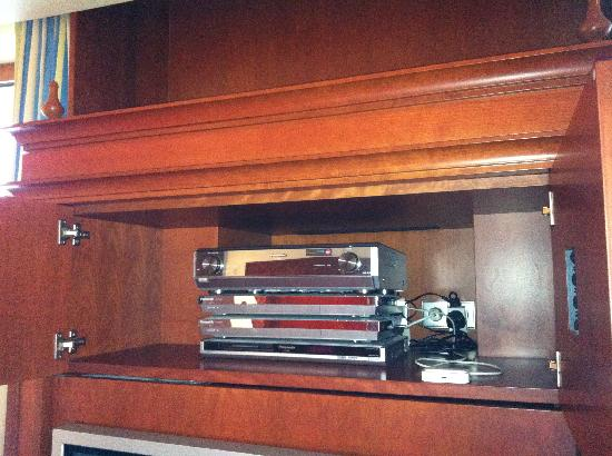 Rosewood Jeddah : music system and ipod dock  1403
