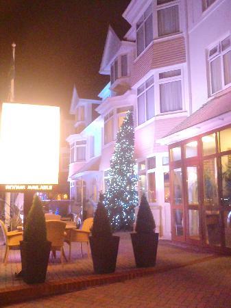 Queens Hotel: Front of hotel