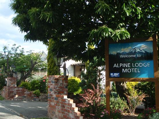Alpine Lodge Motel: Entrance