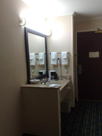 Fairfield Inn Seattle Sea-Tac Airport: Room sink and basin combined