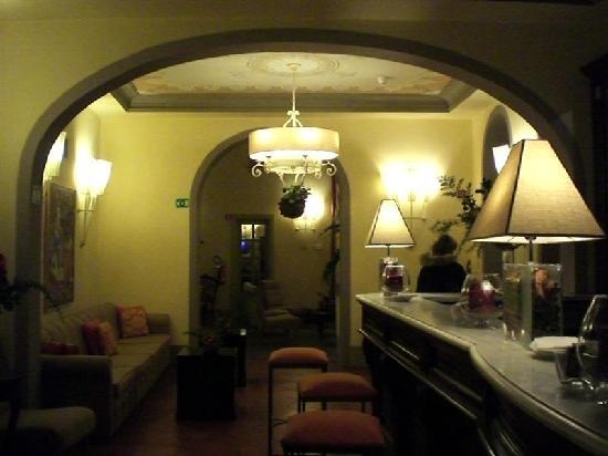 UNA Palazzo Mannaioni : ingresso bancone bar