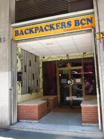 Backpackers BCN Casanova: entrance