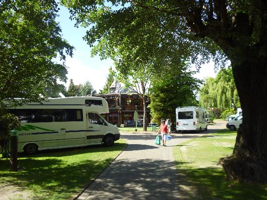 Queenstown Holiday Park & Motel Creeksyde: Clean and green