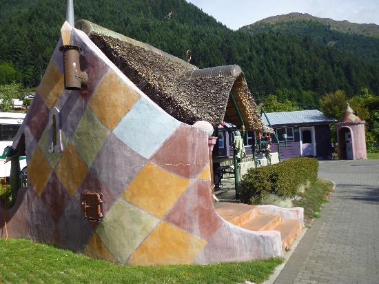 Queenstown Holiday Park & Motel Creeksyde: Quirky yet cool