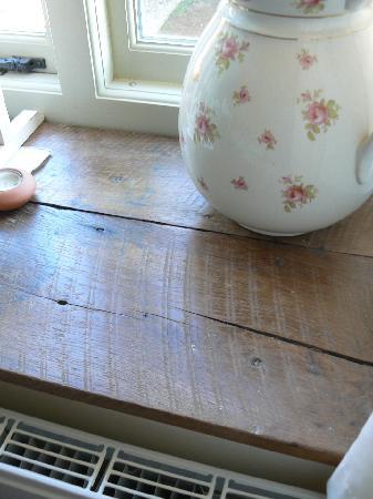 Dolish Farmhouse Bed & Breakfast: reclaimed oak sills