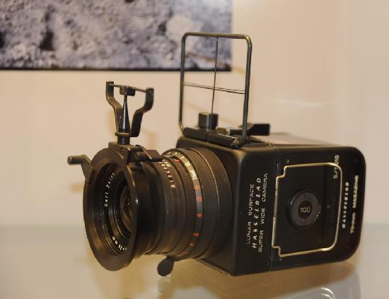 Swiss Camera Museum : The Hasselblad camera used in the first moon landing