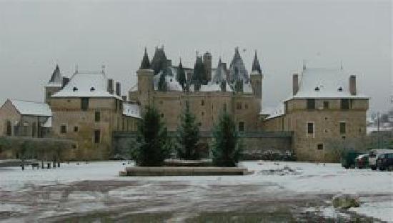 Maison Morain: chateau de Jumilhac, 12km