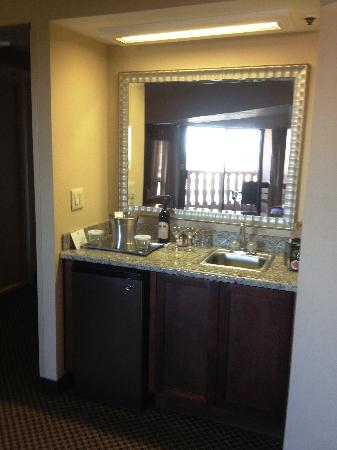 Hilton Phoenix/ Mesa: Marble wet bar, with refrigerator
