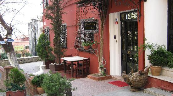 Hotel Sebnem: Front of hotel