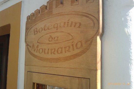 Botequim da Mouraria: Placa de identificação do restaurante