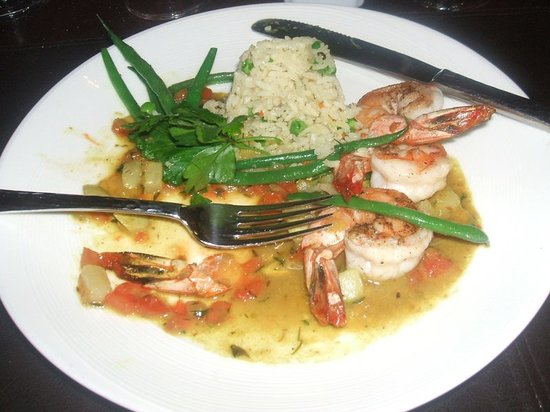 Ortanique: Shrimp with peruvian rice and vegetables with an indian curry