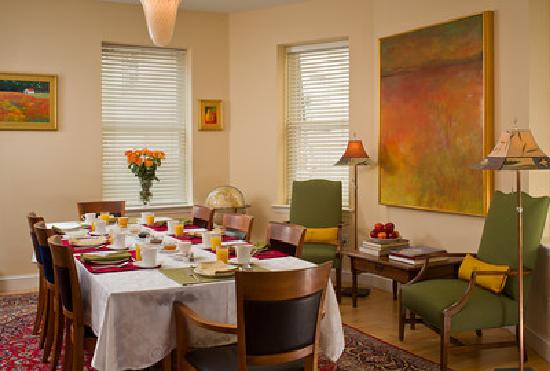 Woodley Park Guest House: Enjoy a delicious continental breakfast in our cheerful dining room