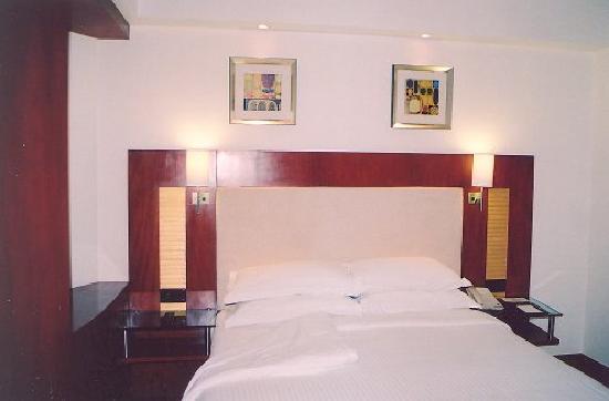 Sarovar Portico Jaipur: The very comfortable bed