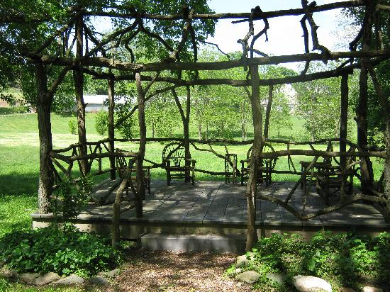 Pheasant Run Farm: The cute little twig house