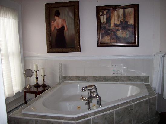 Le Chateau du Lac : Suite avec bain tourbillon