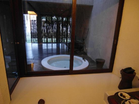 La a natu Bed & Bakery: Jacuzzi inside the room