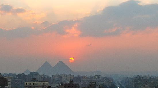 Egyptian Antiquities Museum: Sunset over Gizeh.