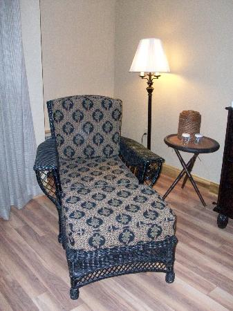 Shula's Hotel & Golf Club: Comfy chair in room