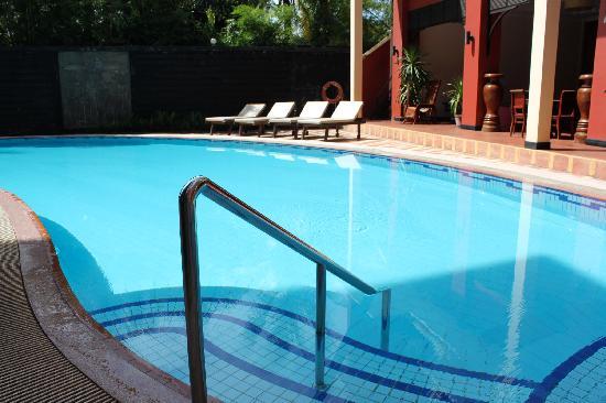 Apsara Holiday Hotel: pool view