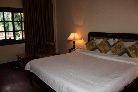 Apsara Holiday Hotel: spacious room