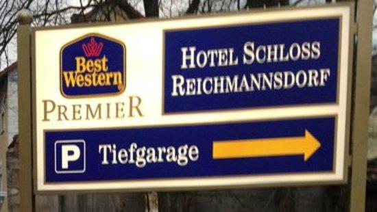 Lindner Hotel Schloss Reichmannsdorf: sign out front.